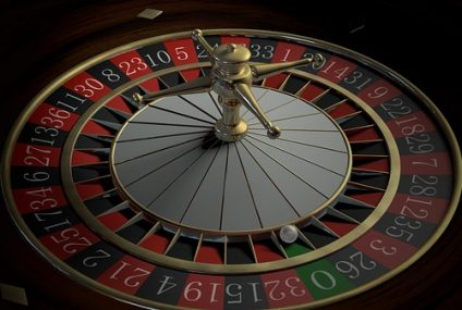 What are the benefits of playing at an online casino?